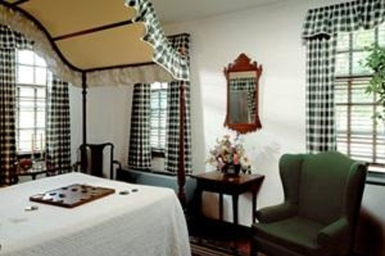 Colonial Houses-Colonial Williamsburg: Guest Room