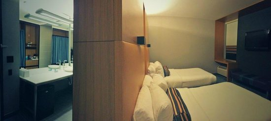 aloft Denver International Airport : Euro style bathroom and bedroom