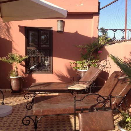 Riad la Croix Berbere: La habitación Ziri da a la terraza