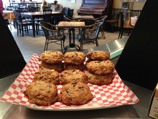 The Beanery Cafe: Delicious fresh baked cookies!