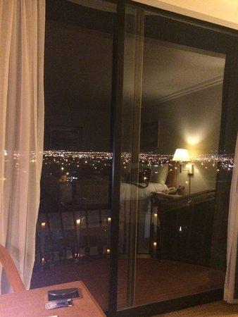 Hotel Lucerna Ciudad Juarez: Night-time view from room