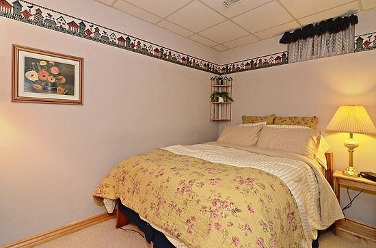 Lavender Cottage Bed & Breakfast: Family Suite (Queen)
