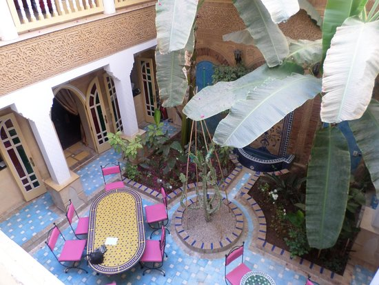 Riad Habib : View into the courtyard from the second floor