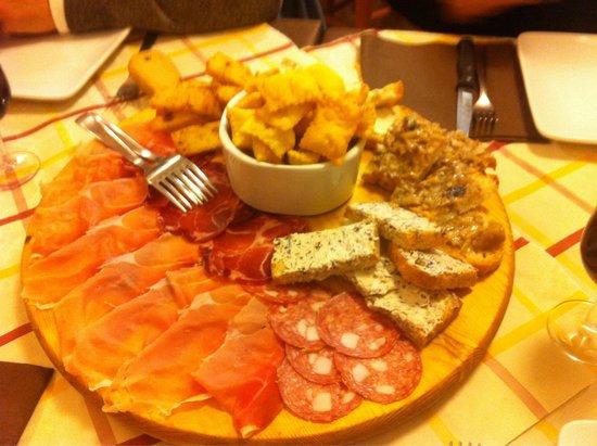 Ristorante Pizzeria Albini: Tagliere di salumi... Ottimo