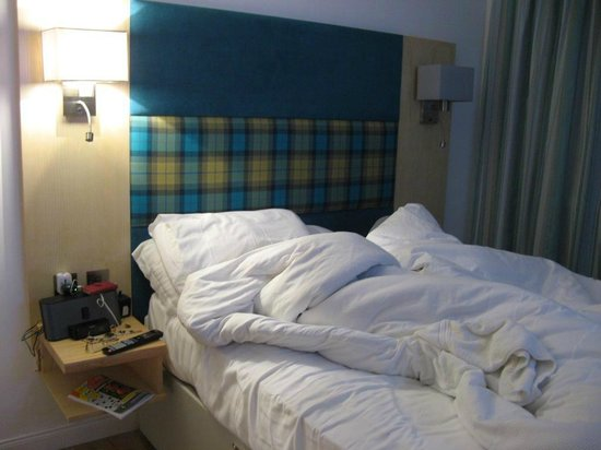 "The Clubhouse Hotel: A poor ""Mottel"" room"
