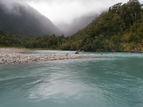 Waiatoto River Safari: Looking up the valley on the Waiatoto River