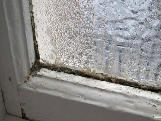 The Pitlochry Hydro Hotel: Condensation on the bathroom window