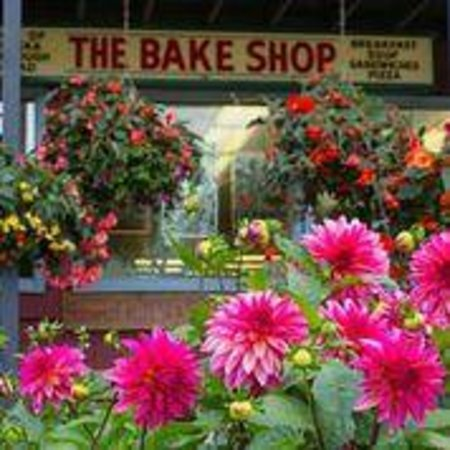 The Bake Shop : 40 year tradition - summer flowers!