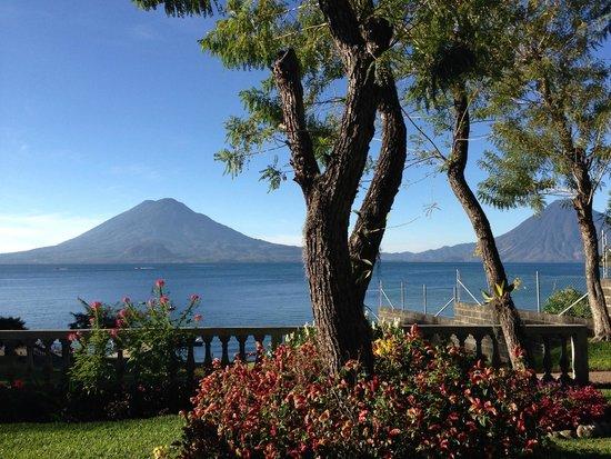 Hotel La Riviera de Atitlan: Volcanes