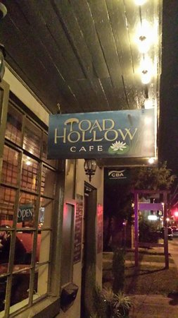Toad Hollow Cafe: Entry