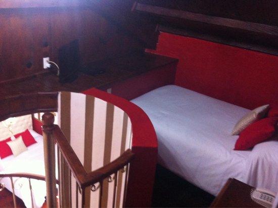 Hotel Casa de Guadalupe: Encuentras una habitación arriba para poder dormir cómodamente sí vas con mucha compañía