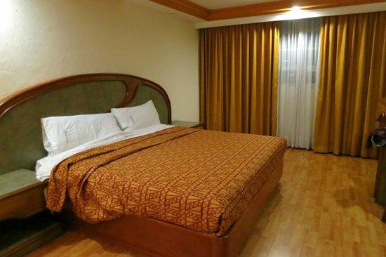 Hotel Faja de Oro: big bed