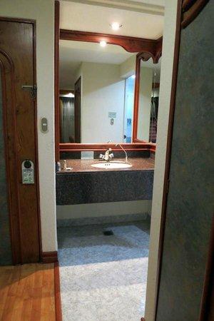 Hotel Faja de Oro: bathroom