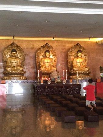 Maha Vihara Duta Maitreya Temple: Main prayer hall: medicine buddha, shakyamuni buddha and amitabaha buddha
