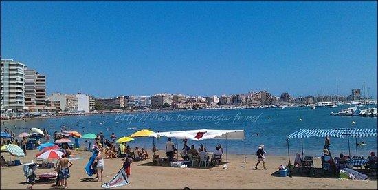 Torrevieja, España: au loin le centre ville, devant le port