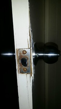 President Holiday Apartments Master Bedroom Door Handle And Lock
