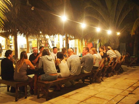 Paredon Surf House: dinner time