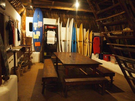 Paredon Surf House: dining