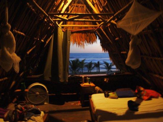 Paredon Surf House: beach bungalow