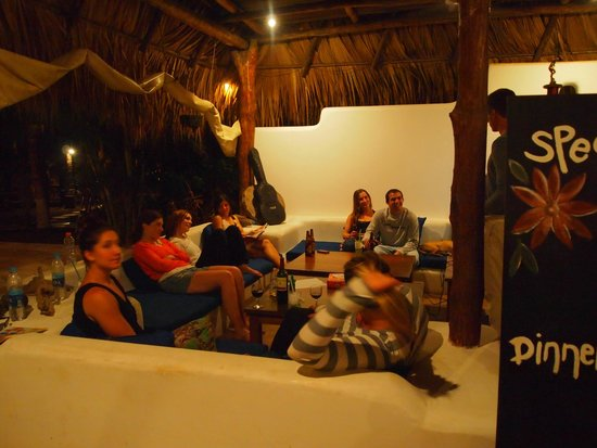 Paredon Surf House: hang out area