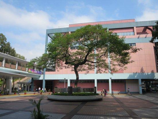 Hong Kong Science Museum : HK Science Museum courtyard