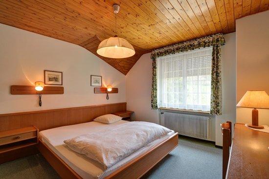 Enges, Suiza: Chambre double avec douche