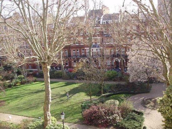 Henley House Hotel: Vista do quarto de frente para o jardim