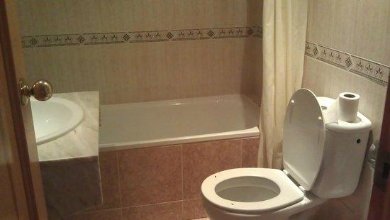 Mont Park: bathroom