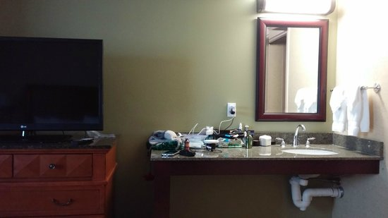Lake Tahoe Resort Hotel: Second sink and counter in bedroom