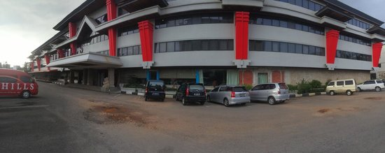 The Hills Batam: Panaromic shot of the entrance