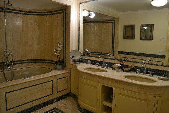 Palazzo Marziale: bathroom