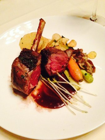 1895 Grille : Rack of Lamb with potatoes & veggies