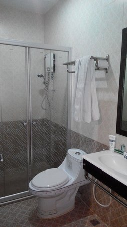 Yes Hotel: Kamar mandi superior twin bed
