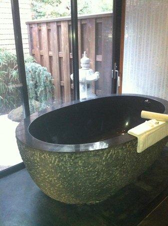 Gaige House, A Four Sisters Inn: Soaking Tub