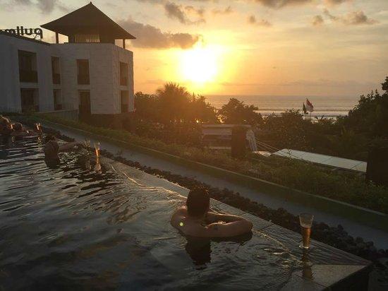 Pullman Bali Legian Nirwana : Infinity pool at sunset