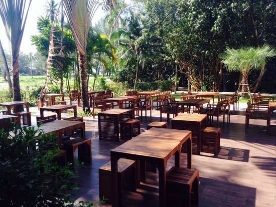 Nong Bua Seafood: Terrace in the back