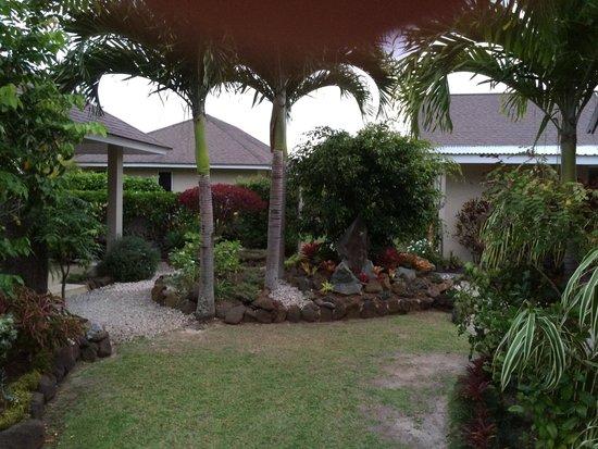 Makayla Palms: Path to villas