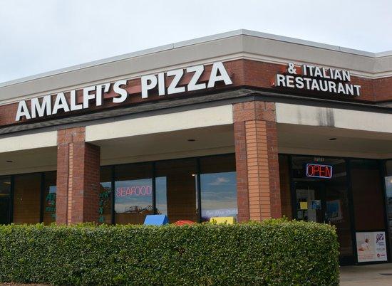 Amalfi's Italian Restaurant and Pizzeria: Main Entrance