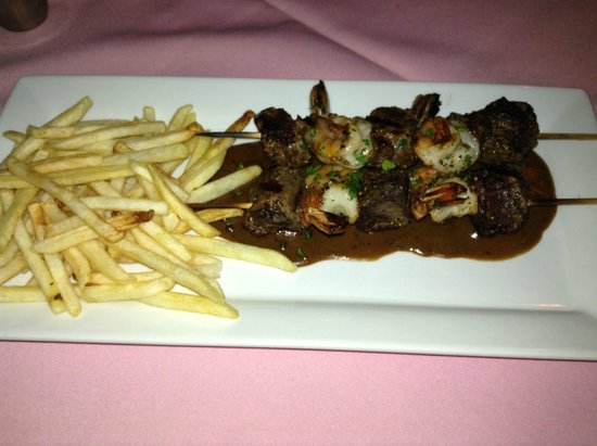 Pamplemousse French Restaurant : Beef Brochette with fries