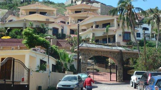 Portofino de Cabo Resort: Condo complex.