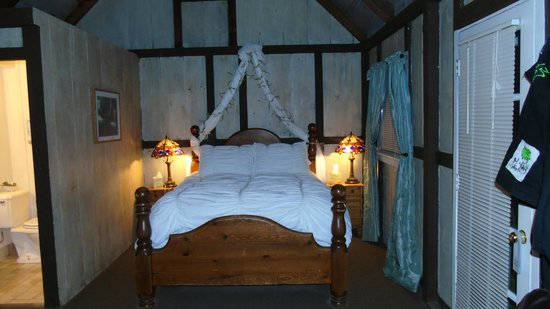 Lucia Lodge: Sessy bed!