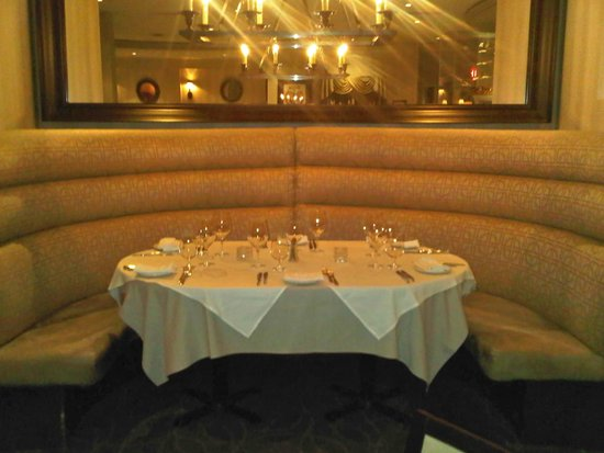 Lord Nelson's Seafood-Steak: Cozy booths