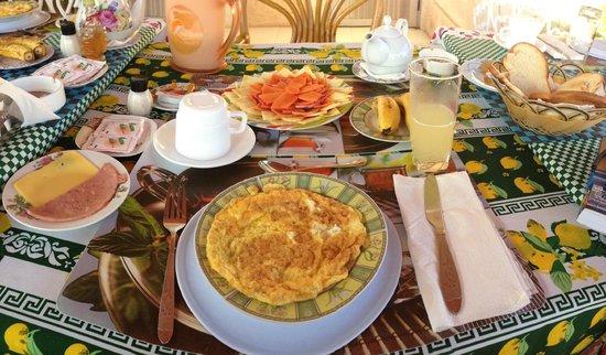 """Hostal """"El Villareno"""": breakfast"""