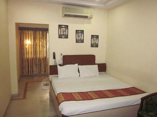 Hotel Savera Residency : Room as seen from the door.