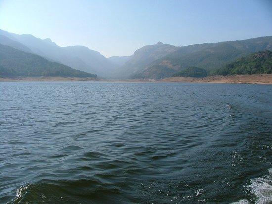 Manimuthar And Papanasam Dams : Panathertham on boat