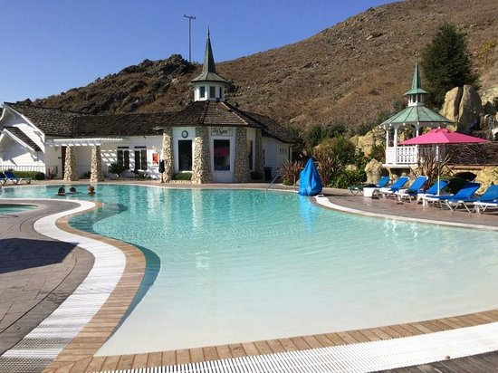 Bathroom of 39 merry picture of madonna inn san luis - Hotels in bath with swimming pool ...
