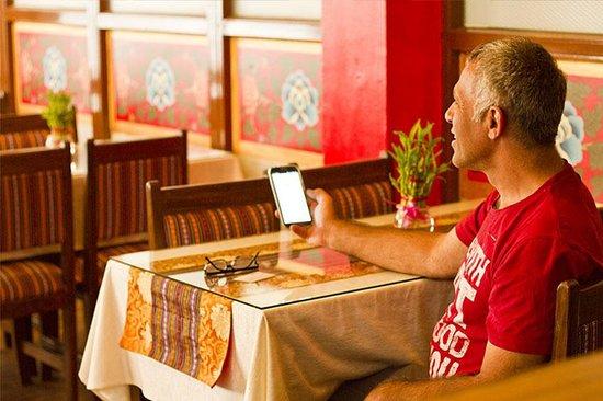 Hotel Yambu: Our guest enjoying wifi