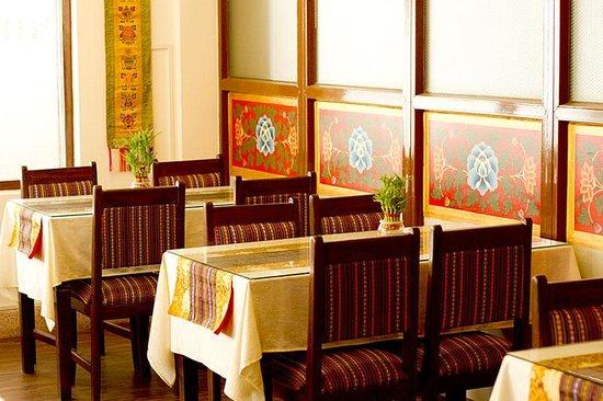 Hotel Yambu: Tibetan styled decorated restaurant