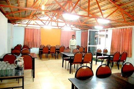Hotel Mayura Adilshahi Bijapur: Dining