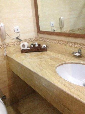 3 Palms Jaisal Vilas: Bathroom